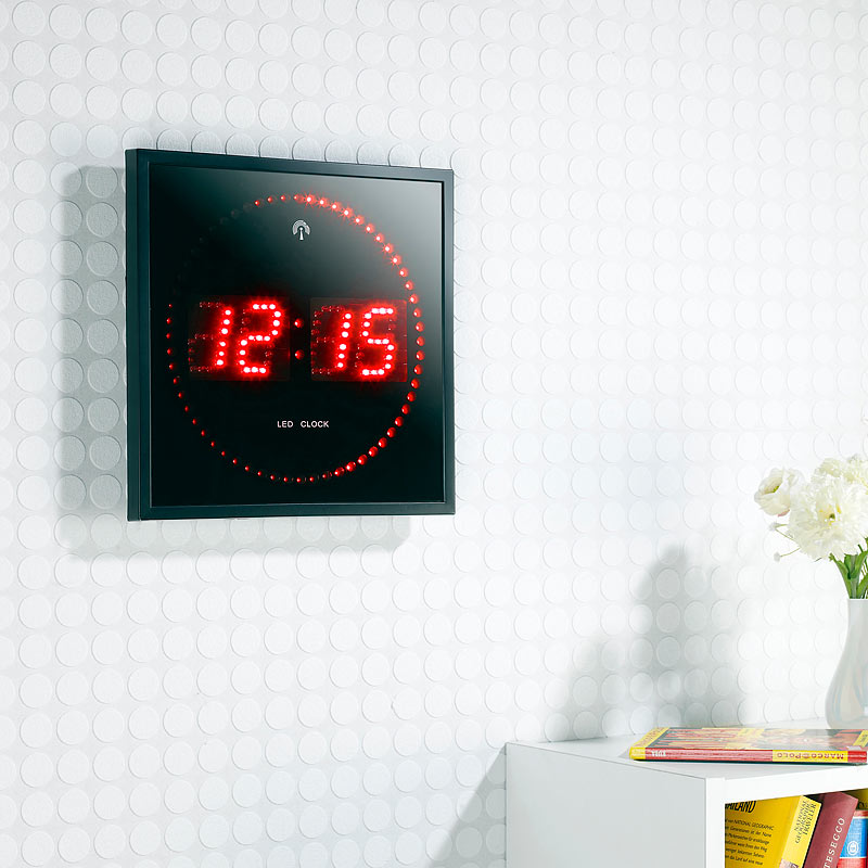 wand funkuhr digital led funk wanduhr mit sekunden lauflicht durch rote leds 4022107181235 ebay. Black Bedroom Furniture Sets. Home Design Ideas